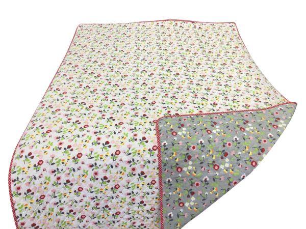 Tagesdecke/Quilt mit bunten Blumen