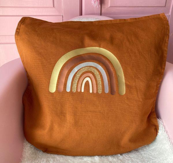 Kissenhülle mit Regenbogen in Metallicfarben, braun/gold