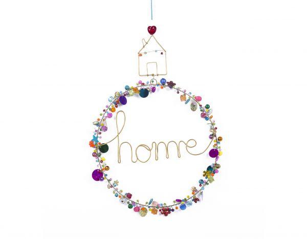 """Kranz mit Perlen und Schriftzug """"home"""""""