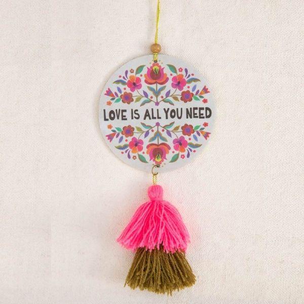 "Lufterfrischer/Anhänger ""Love is all you need"""
